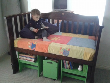 xused-baby-cribs-reading-nook-donna.jpg.pagespeed.ic.UELwmU5yjw